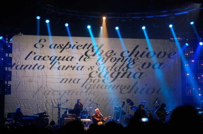 Pino Daniele sul palco | © Angelo Moraca