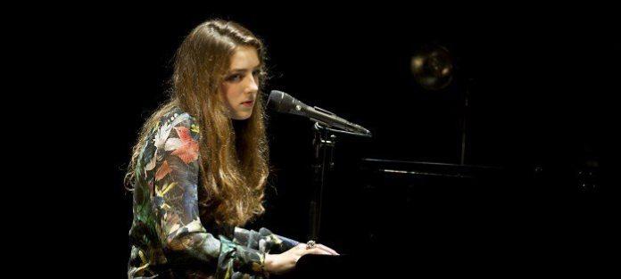 """La sedicenne Birdy: """"Prima il diploma, poi la musica a tempo pieno"""""""