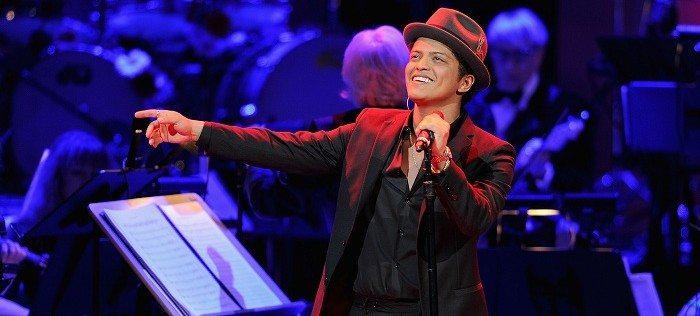 """Bruno Mars accusato di """"appropriarsi della musica black"""""""