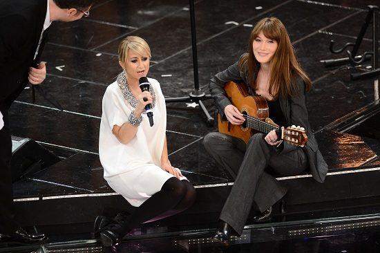 """Carla Bruni e Luciana Littizzetto e il duetto con """"Quel'un m'a dit"""""""