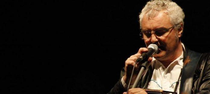 Quarant'anni di musica percorsi da Massimo Bubola in concerto