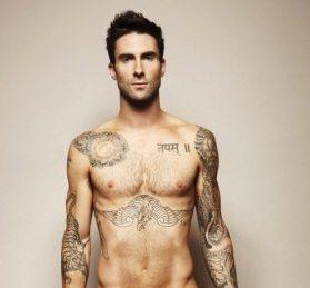 Adam Levine nudo su Cosmopolitan