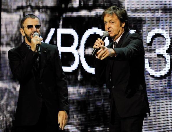 Paul McCartney e Ringo Starr   © Kevork Djansezian / Getty Images