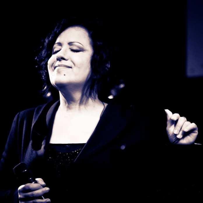 """Antonella Ruggiero, """"Da Lontano"""". Testo"""