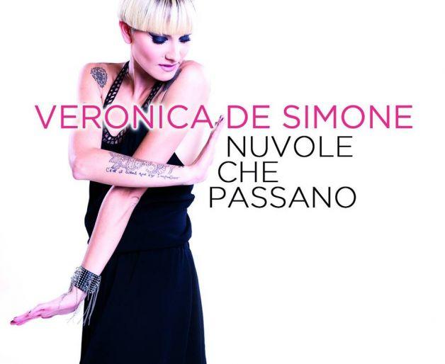 """Veronica De Simone: """"Nuvole che passano"""" testo"""