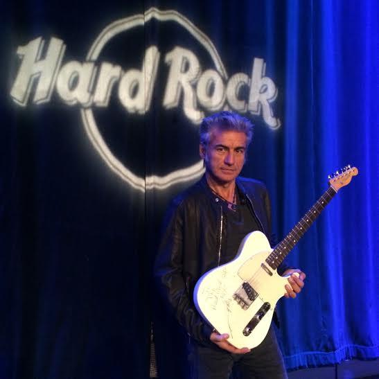 La chitarra di Ligabue all'Hard Rock International