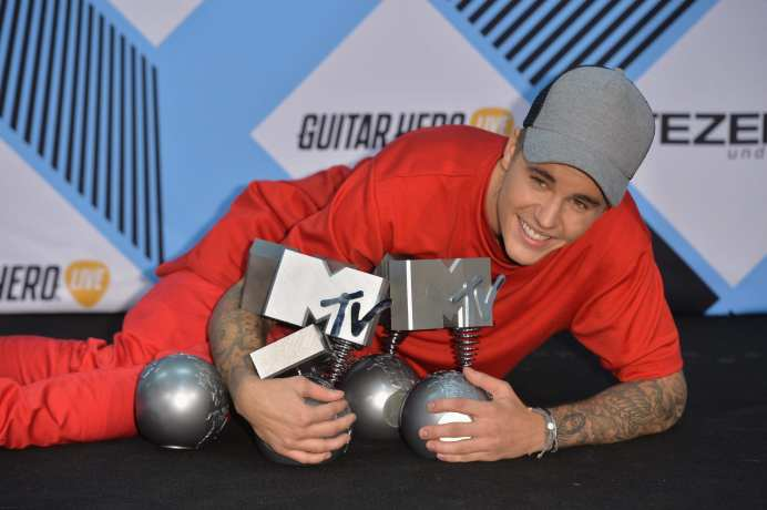 Justin Bieber poses in the Winners Room after winning the multiple awards at the MTV EMA's 2015 at the Mediolanum Forum (Photo by Anthony Harvey/Getty Images for MTV)