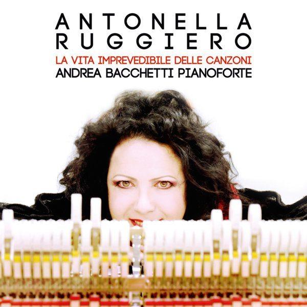 La vita imprevedibile (e nuova) delle canzoni di Antonella Ruggiero