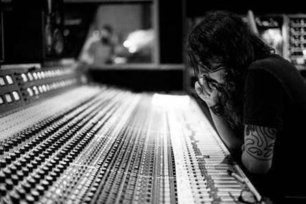 """Dave Grohl: all'asta strumenti per la registrazione di """"Play"""""""
