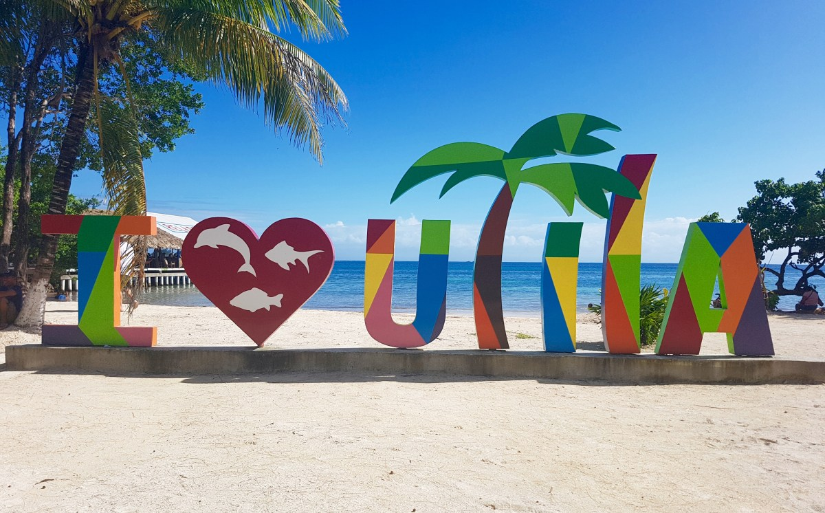 I Love Utila sign