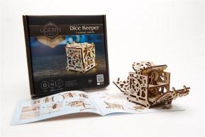 Ugears-Dice-Keeper-Mechanical-device_DSC4289