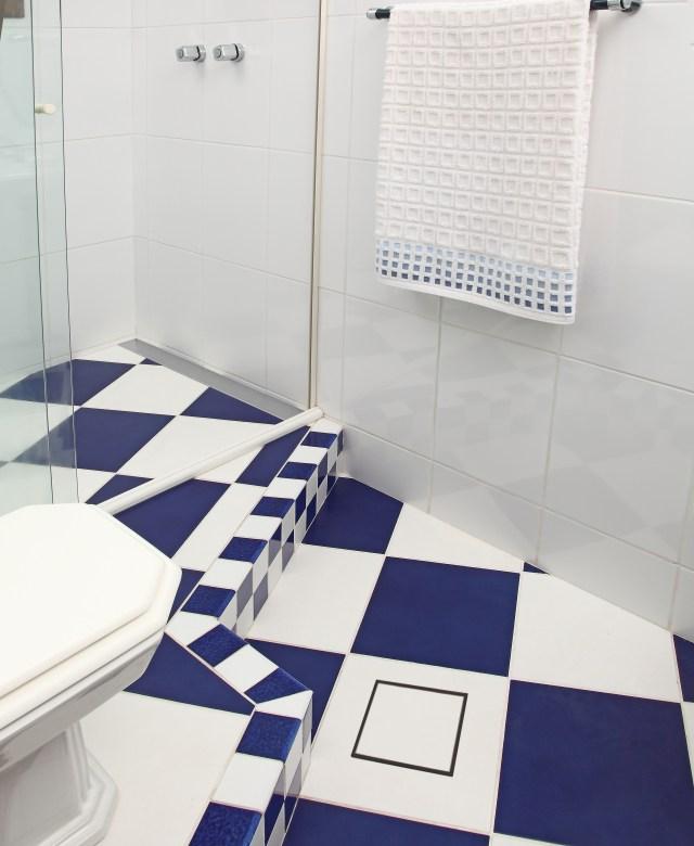 Ralo Square segue formato tradicional mas conta com opção de tampa oculta, podendo ser coberto pelo próprio piso.  Imagem: Divulgação