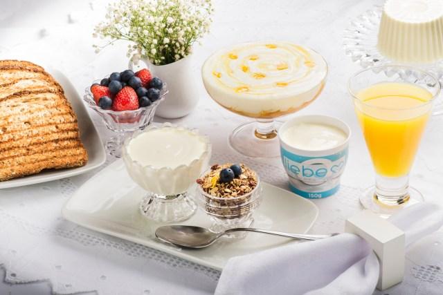 Café da manhã é uma das refeições em que o iogurte é mais consumido. Imagem: Noir Studio