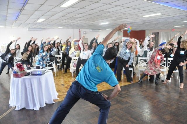 As pausas para ginástica laboral também são essenciais aos colaboradores. Imagem: Máira Daniela da Costa