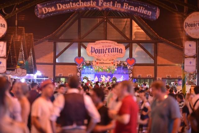 Fins de semana são de pavilhões lotados em Pomerode (SC). Imagem: Daniel Zimmermann/Divulgação
