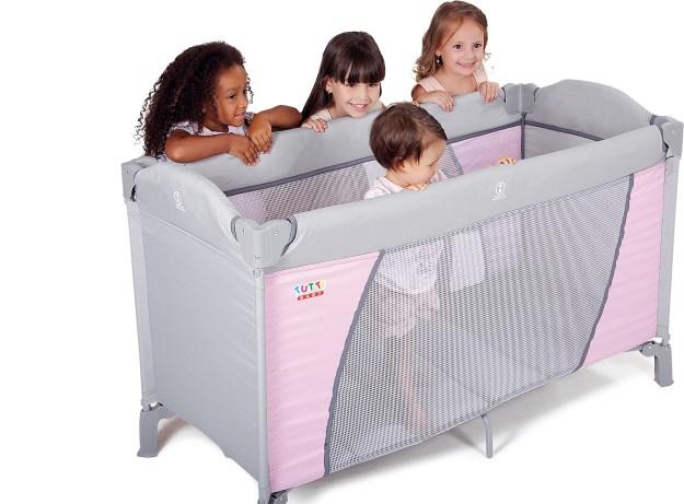Berço portátil é uma das opções para impedir que os bebês fiquem em contato com o chão. Imagem: Divulgação
