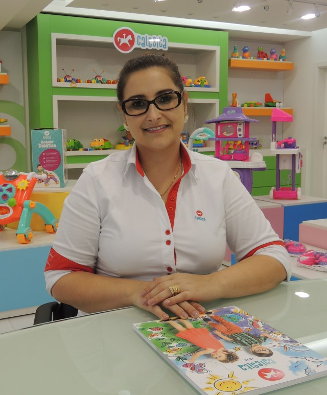 Josiane Dallmann, da Calesita, dá dicas de como escolher os brinquedos com segurança. Imagem: Divulgação