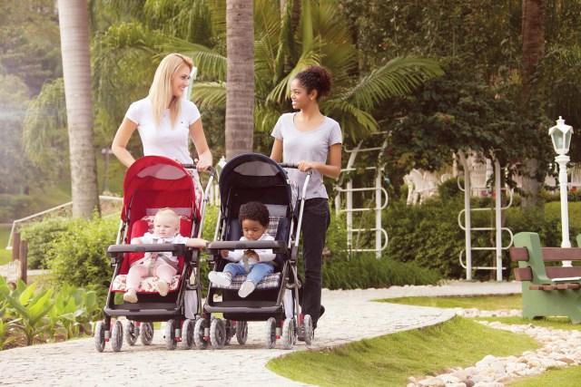 O carrinho é um item essencial para os passeios com o bebê. Imagem: Divulgação
