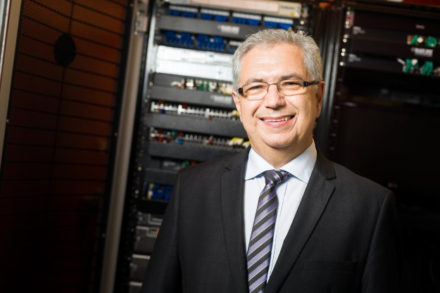 José Henrique da Silva fala sobre o sistema criado pela Bludata para garantir mais segurança às placas do Espírito Santo. Imagem: Daniel Zimmermann