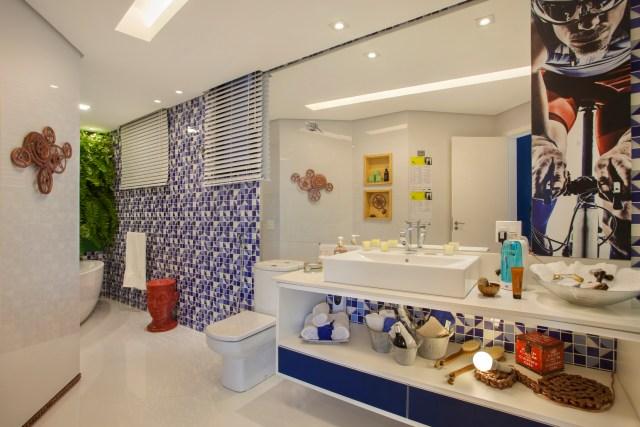 Projeto Banheiro do Esportista traz objetos temáticos para o espaço. Imagem: MCA Estudio Fotográfico   Denilson Machado e Juliano Colodeti