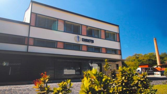 Nova fábrica e chaminé que deu origem ao nome Schornstein: evento será na rua que conta a história do prédio. Imagem: Divulgação