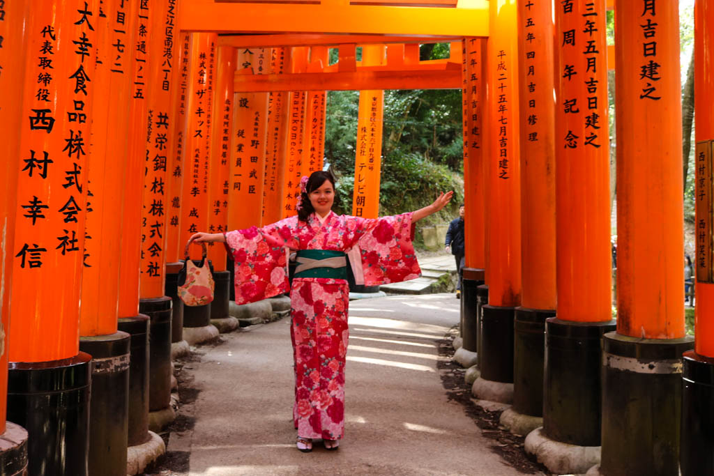 A girl wears a kimono at Fushimi Inari Taisha shrine in Kyoto