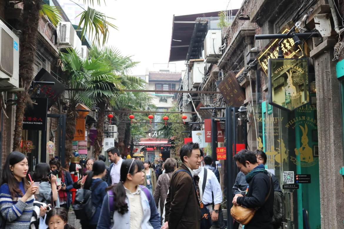 A busy alley in Tianzifang