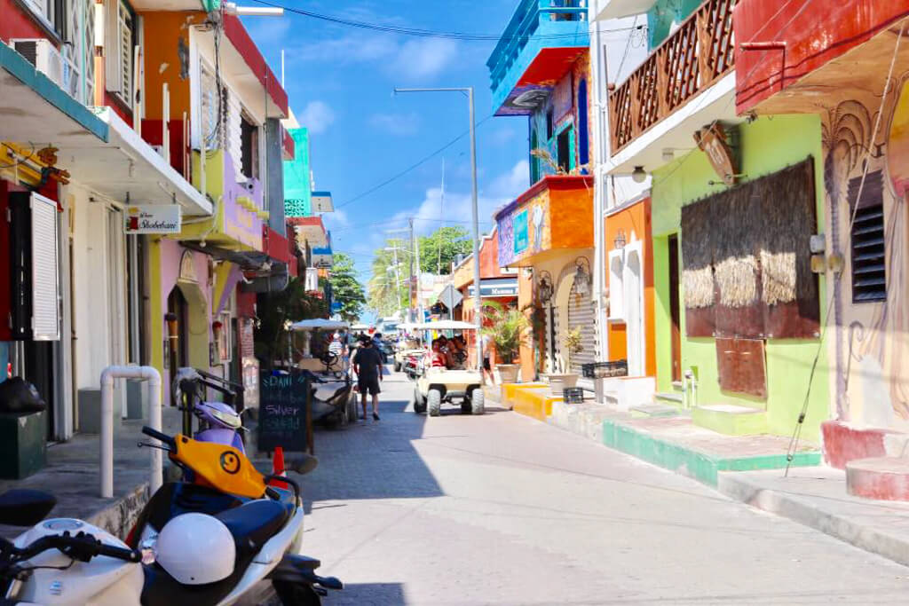 Colourful streets of Isla Mujeres, Mexico