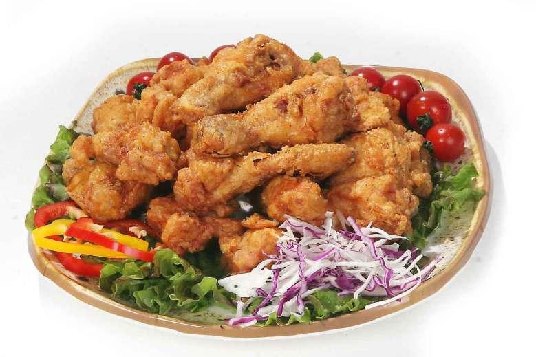Fried chicken are yummy wedding shower finger foods.