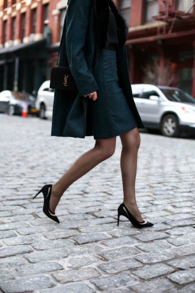 banana-republic-emerald-green-black-piped-coat-faux-fur-removable-collar-pencil-skirt-work-wear-office-style-professional-women-fashion-blog-style-memorandum8