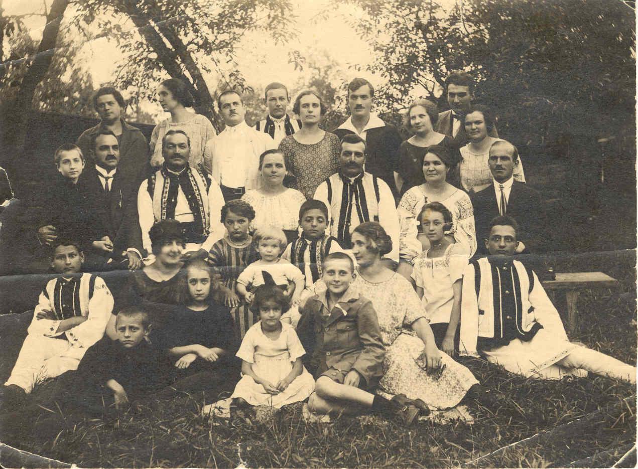 Imagini pentru familia romania in imagini