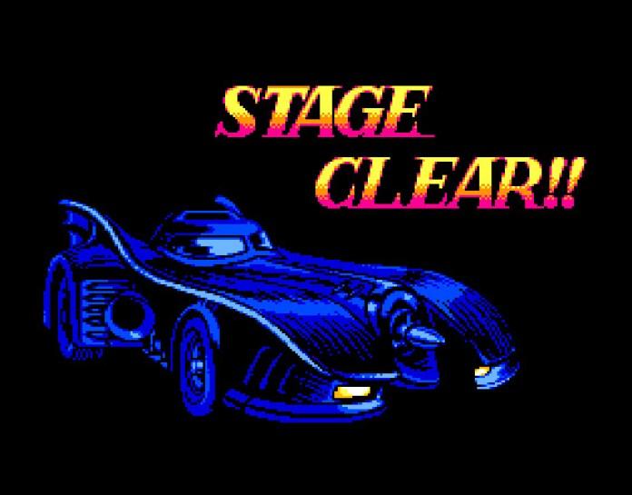"""Batmóvel sobre um cenário escuro com a frase """"Stage Clear"""""""