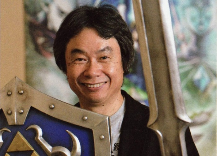 Miyamoto com itens de Zelda