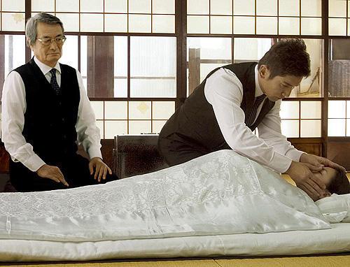 """【おくりびと】""""涙腺崩壊"""" 号泣間違いなし!納棺師を描いたおすすめ映画"""