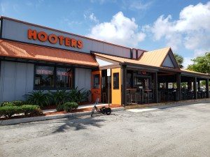 Teal Me-Mover Touring prototype parked in front of Hooters restaurant