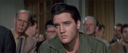 "Elvis Presley als ""angry young man"" Glenn Tyler vor Gericht in 'Wild in the Country' 1961"