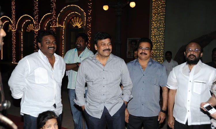 Megastar Chiranjeevi At Naayak Movie Sets