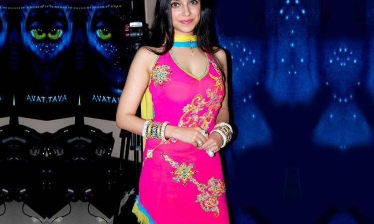 Beautiful Divya Khosla Hot Photos And Wallpapers