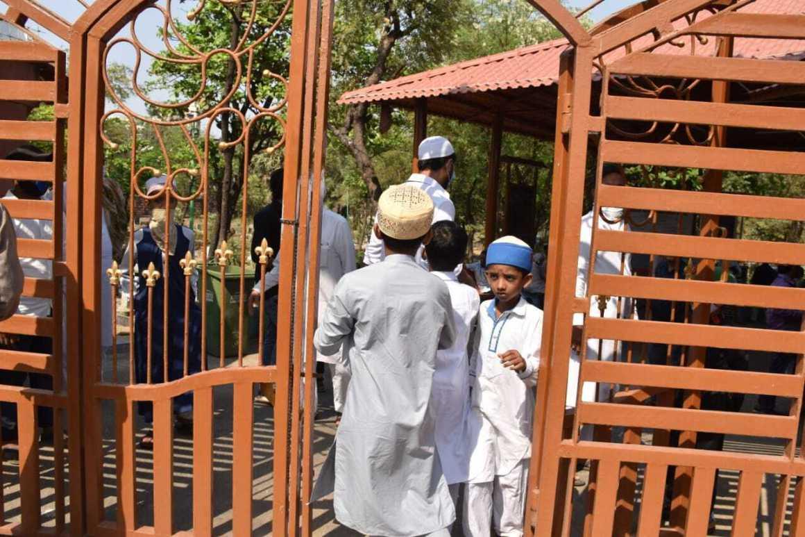 Zaid Darbaar  Mortal at Versova Kabrastaan