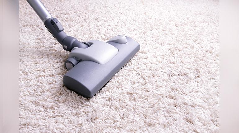 Dépoussiérer les tapis entretien courant