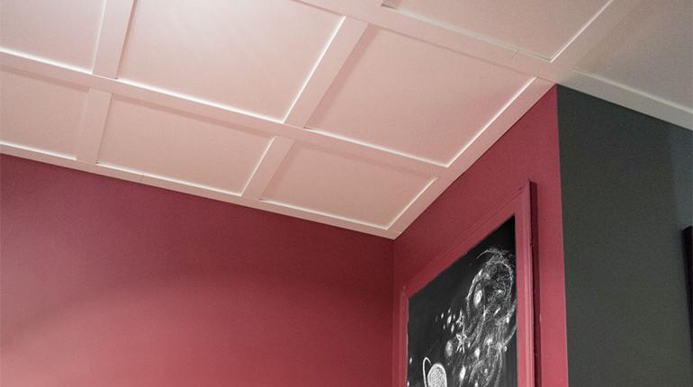 Nettoyer la poussière sur les plafonds et les murs