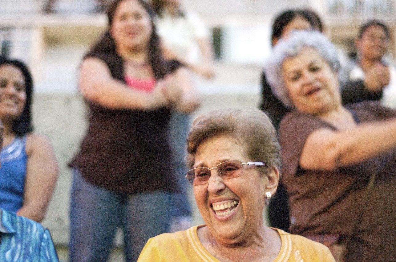 """Regala risas a mamá en la """"Risoterapia para las Madres"""", un evento para disfrutar en familia."""