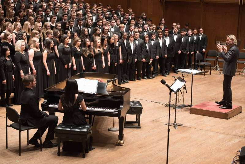 Eric Whitacre conducting choir in New york city.