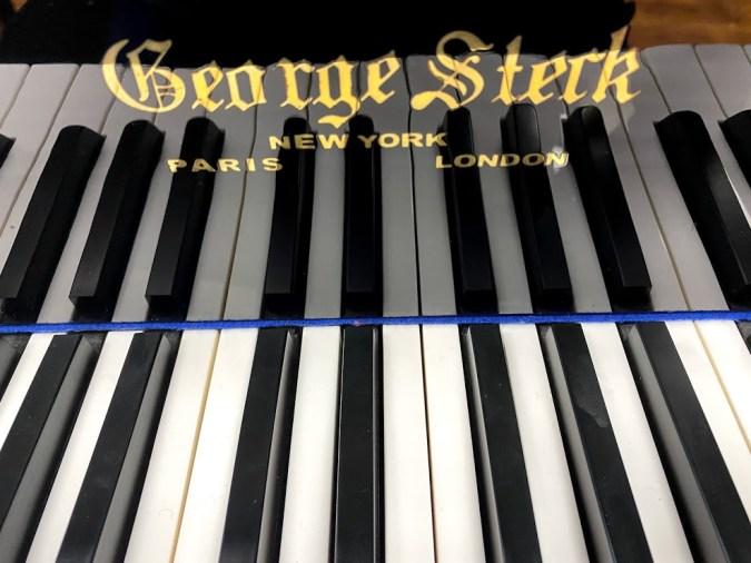George Steck piano logo