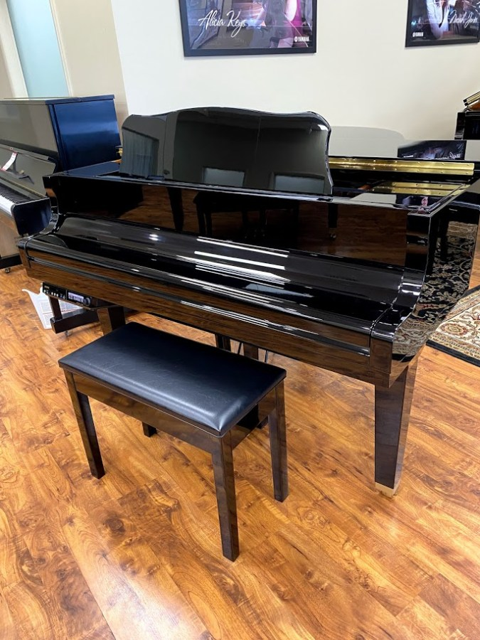 Used DGB1KE3 front view with bench, lid closed piano for sale