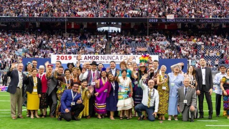 Testigos de Jehová de todo el mundo llegan a Mendoza