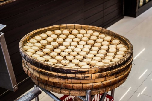 almond biscuits drying