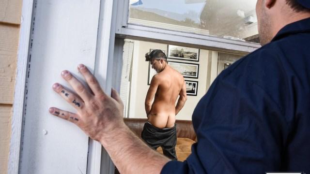Leo Fuentes s'exhibe devant un voyeur qui n'en perd pas une miette