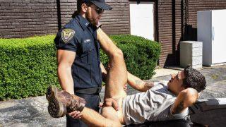 Vadim Black se fait baiser par un policier gay pour ne pas payer l'amende