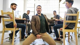 Orgie gay en salle de classe entre élèves et professeur – Ass Controller Partie 7
